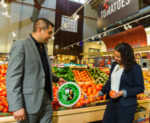 Chavez-and-Andrade-at-GIant-Foods-Washington-DC-with-Fair-Food-program-sign_Fotor
