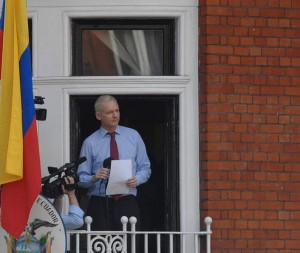 Julian_Assange_in_EcuadorianEmb