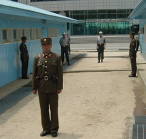 nk-dmz-north-south-soldiers-closeup